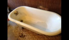 Clawfoot bathtub needs a new look.